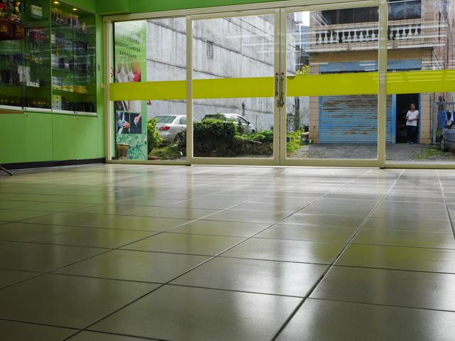 米羅汽車美容用品公司-公司場地寬敞明亮