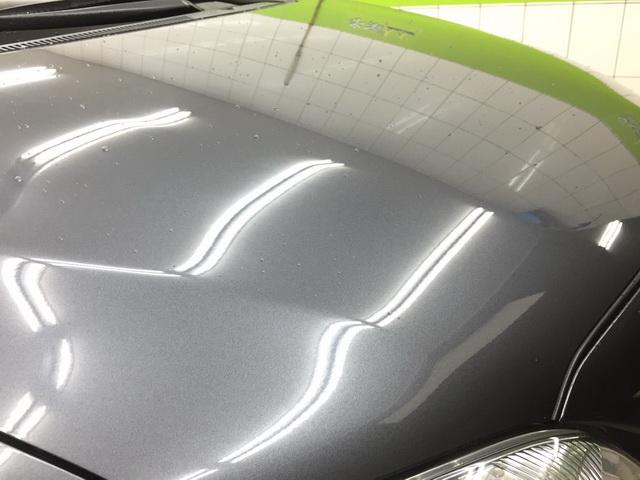 汽車鍍膜後再打蠟的雨珠-引擎蓋右邊