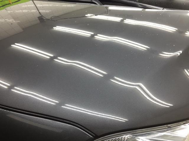 汽車鍍膜後再打蠟的雨珠-引擎蓋左邊