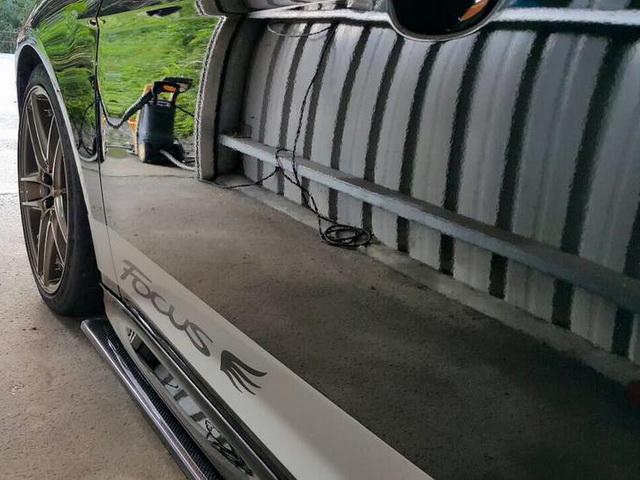黑色車打M+專家蠟分享-車側鏡面反射佳