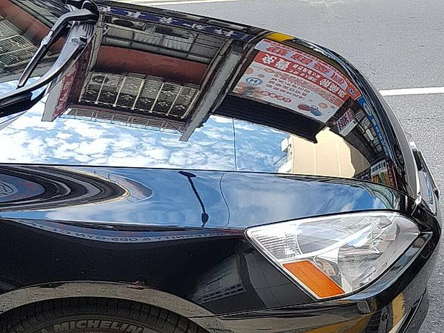 QM11手作棕櫚蠟打在黑色車上的光澤亮度