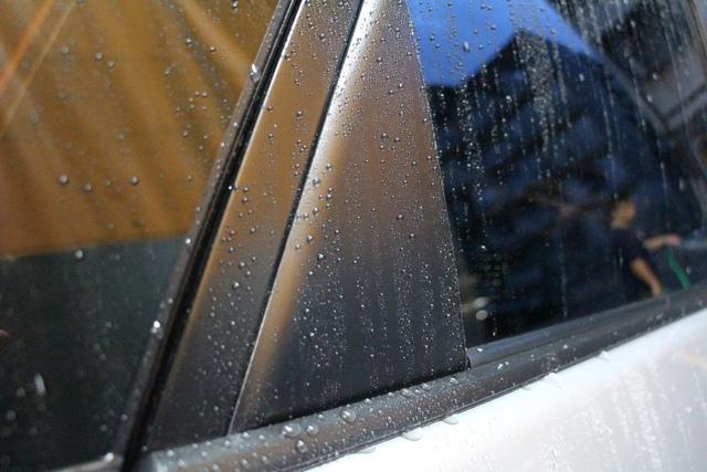 日本類玻璃素鍍膜塑膠件潑水效果